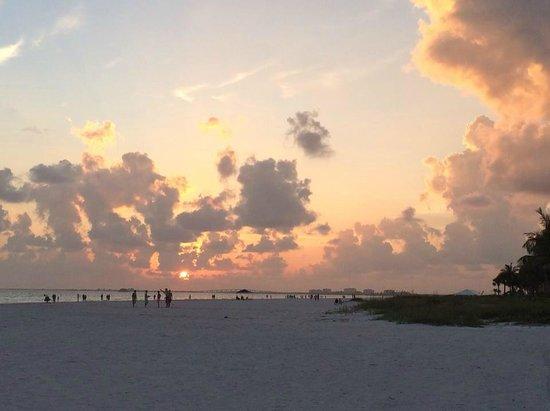 Best Western Plus Beach Resort : Sunset