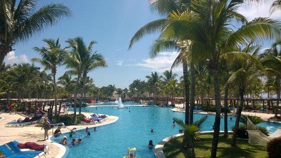 Barcelo Maya Colonial: lovely beach, bad service