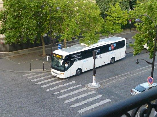 Splendid Etoile Hotel: エールフランスバス停は目の前