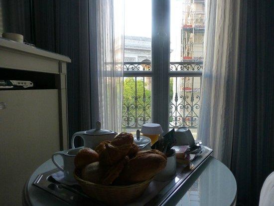 Splendid Etoile Hotel: 朝食は部屋で