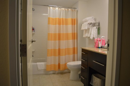 TownePlace Suites Providence North Kingstown : drawer space!