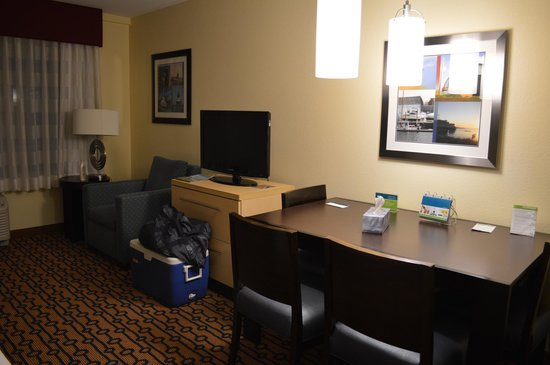 TownePlace Suites Providence North Kingstown: table with 4 chairs, drawer space under tv and in nightstand