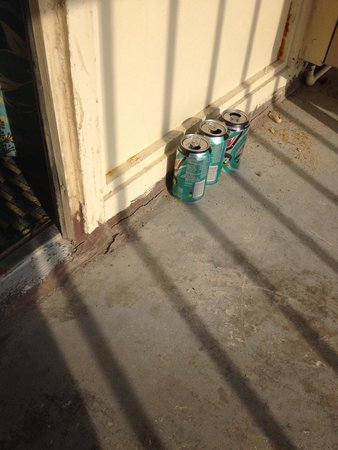 Comfort Inn On The Ocean: Soda cans on balcony, housekeeping never removed from last visitors.