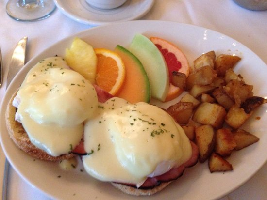 Le Saint-Pierre Auberge Distinctive : Eggs Benedict made to order