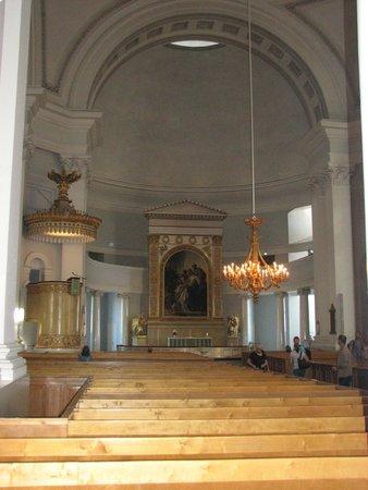 Plaza del Senado: Inside Helsinki Cathedral