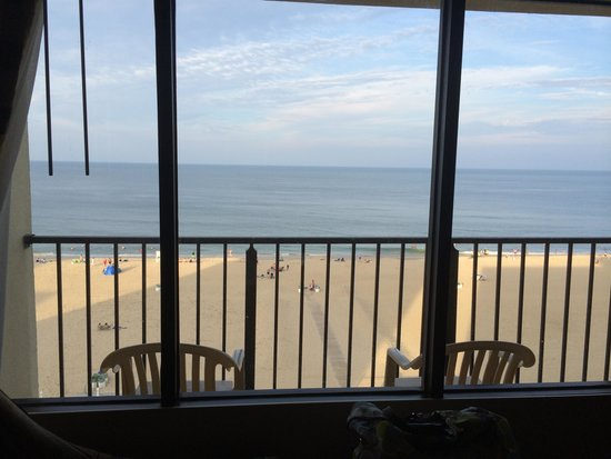 Four Points by Sheraton Virginia Beach Oceanfront : Ocean view from inside room