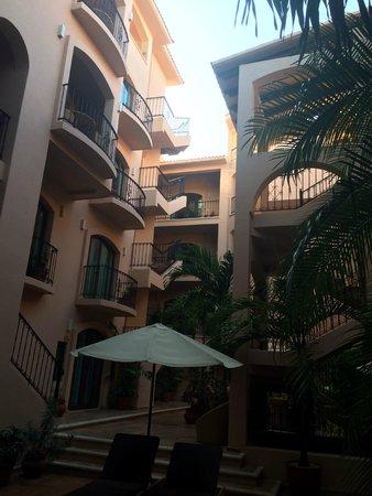 Acanto Boutique Hotel and Condominiums Playa del Carmen Mexico: Courtyard