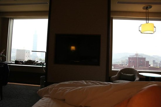 Shangri-La's Far Eastern Plaza Hotel Taipei: View from the room