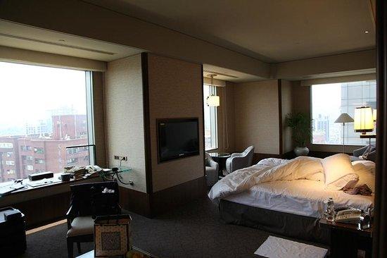 Shangri-La's Far Eastern Plaza Hotel Taipei: Premier King Room