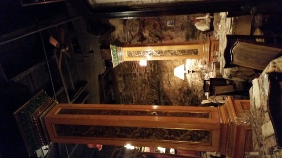 Les Filles du Roy: real antique construction.