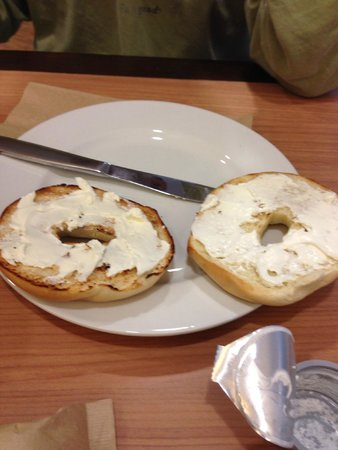 Home2 Suites by Hilton Baltimore / White Marsh: bagel and cream cheese (one of the options for compl. breakfast)