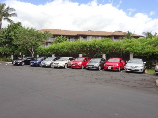 Maui Coast Hotel: Parc de voitures de location