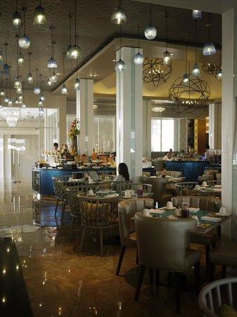 Sheraton Bandung Hotel & Towers: restaurant interior