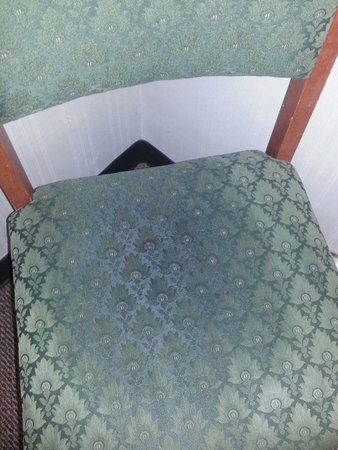 Motel 6 Columbus West : Dirty chair