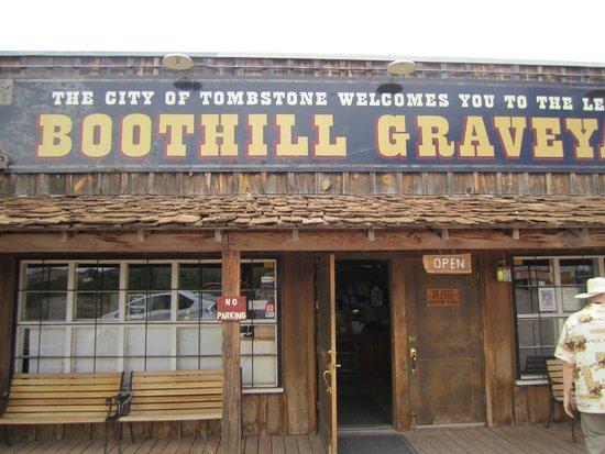 Boothilll Graveyard - Entrance