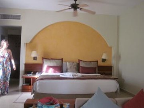 Iberostar Bavaro Suites: Keep the ceiling fan running, keeps the room cool