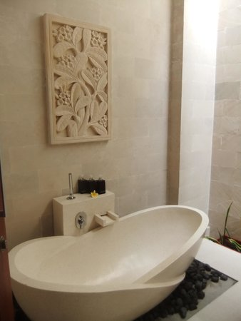 Daluman Villas: The Bath