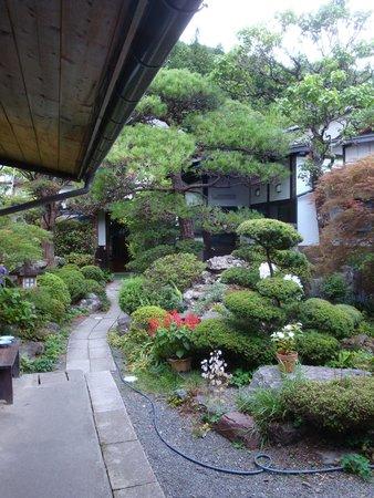 Iseya: 宿の中庭