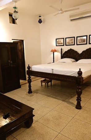 Pal Haveli: tall bed