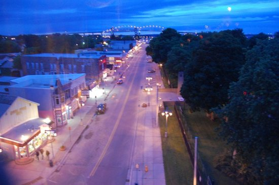 Ramada Plaza Sault Ste. Marie Ojibway: View of Portage Ave from room