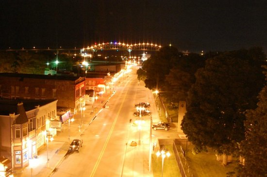 Ramada Plaza Sault Ste. Marie Ojibway: Night view of Portage Ave from room