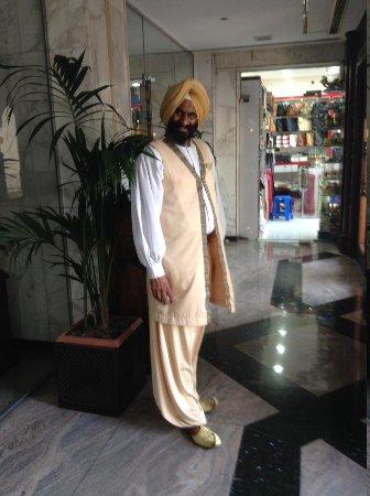 Arabian Courtyard Hotel & Spa : Staff!!