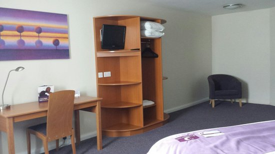 Premier Inn Newquay (Quintrell Downs) Hotel: Spacious corner room