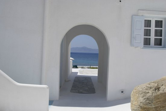 Mykonos Bay Hotel: Ocean view from the courtyard