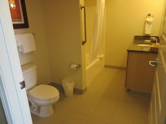 WorldMark Anaheim: Main bathroom