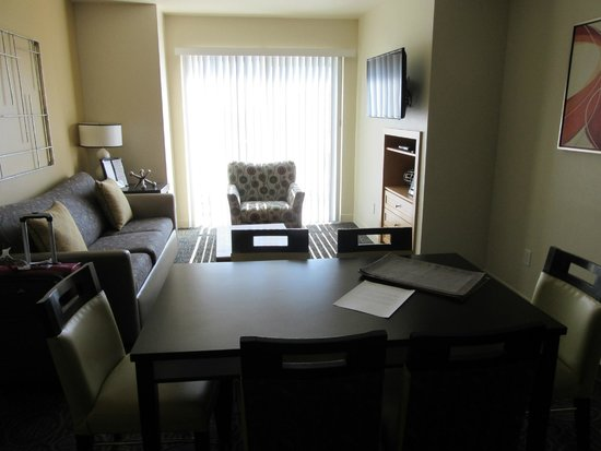 WorldMark Anaheim: Living and diningrooms