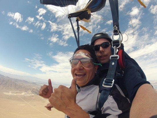 Skydive Las Vegas: El paracaídas funcionó...jejeje