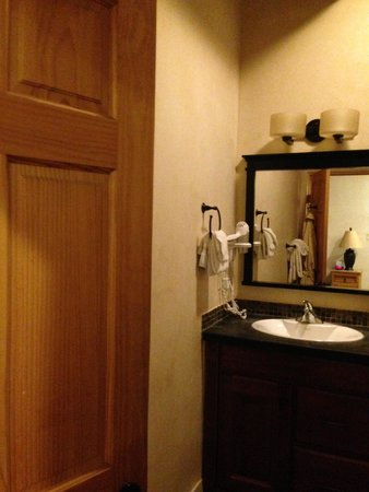 Ojo Caliente Mineral Springs Resort and Spa: Bathroom in Plaza Suite