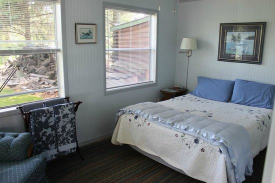 Howe Island B&B: Room in the cottage