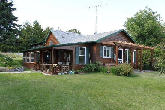 Howe Island B&B: House
