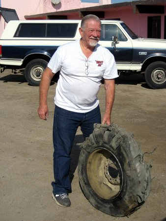 Don Gus Motel: Tire problem. Don Gus compound