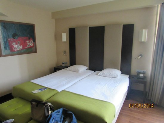 NH Amsterdam Centre: Comfortable beds, good size room,