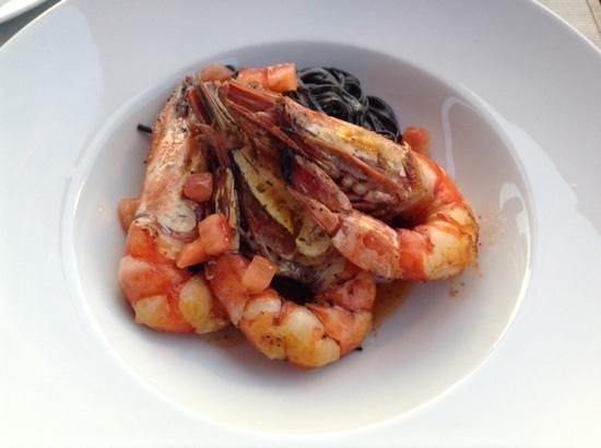 Coda Restaurant : prawns with squid ink linguine