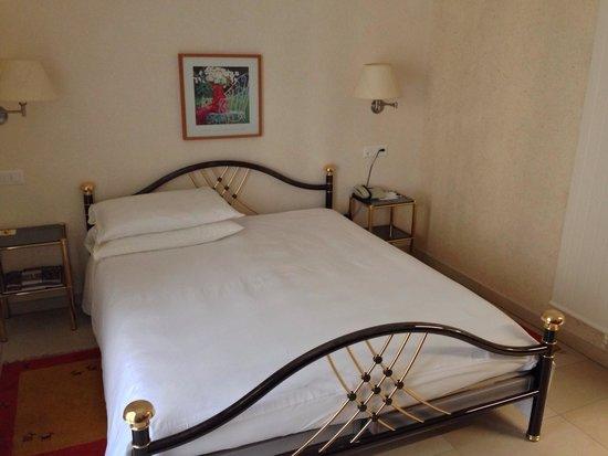 BEST WESTERN Hotel Bellevue Au Lac: Bett im Exclusiv-Zimmer