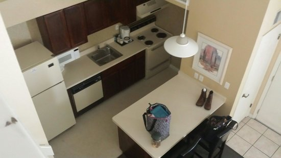 Chase Suite Hotel El Paso: Kitchen from loft in double room. Same layout and size in single room