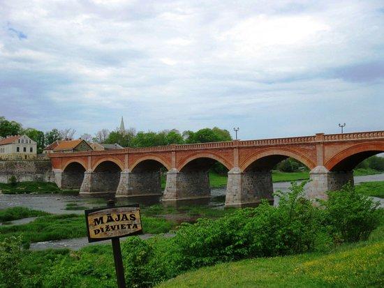 Venta Waterfall: Главная достропримечательность Кулдиги- мост через Венту.