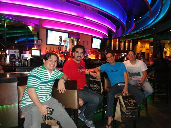 Hard Rock Cafe: En la  barra