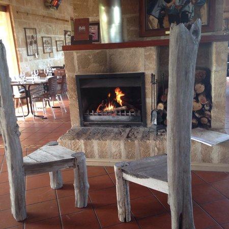 Maxwell's Ellen Street Restaurant: Fireplace