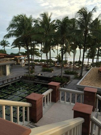 Trisara Phuket : View of outdoor area and down to beach