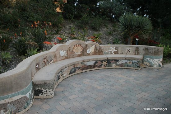 Marriott's Newport Coast Villas: Public sitting bench
