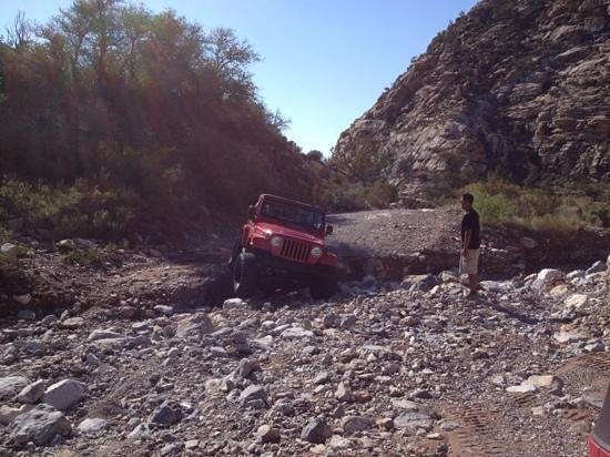 Las Vegas Rock Crawlers : jeep behind us guided by Duke over a washed out section