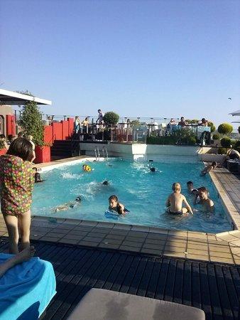 Novotel Athenes: piscine sur le toit