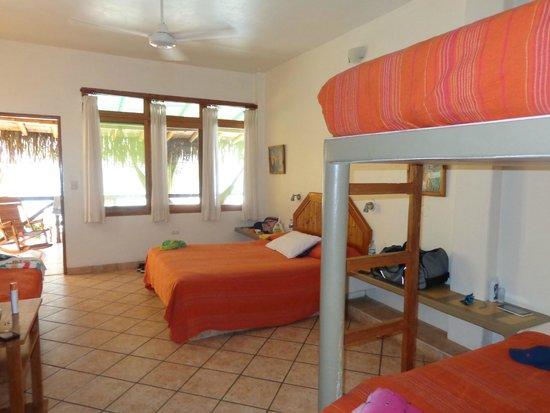 Hotel Casa de Playa: Habitación Cuádruple en primer piso - acceso a piscina