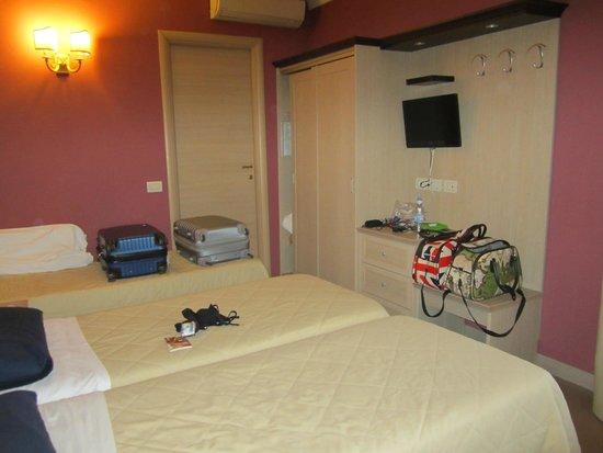 Hotel Galileo: Room