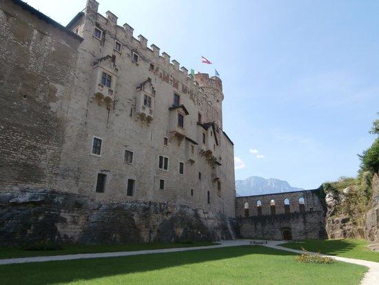 Castello del Buonconsiglio Monumenti e Collezioni Provinciali : Fossa dei martiri