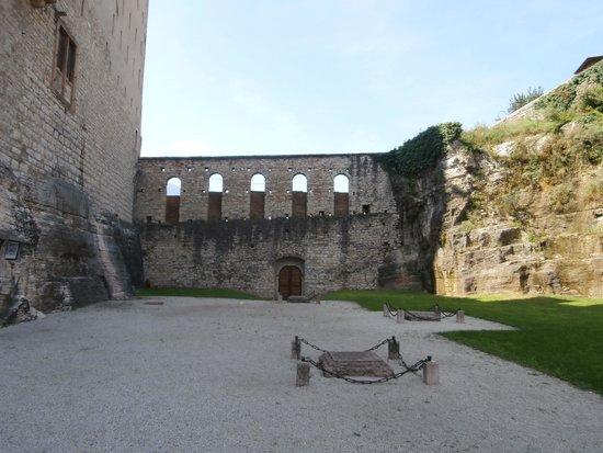 Castello del Buonconsiglio Monumenti e Collezioni Provinciali : Cippi dei martiri